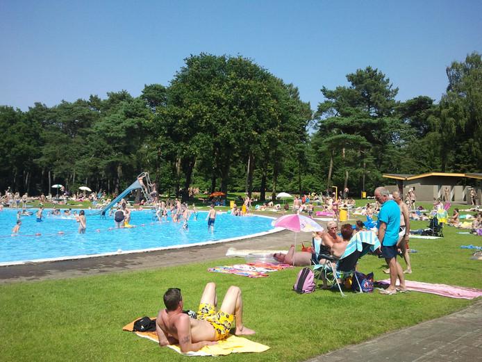 Roken op ligweide zwembad verbieden